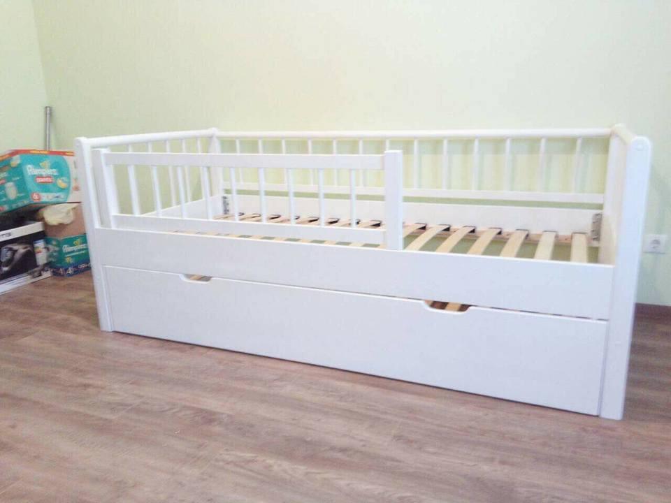Белые предметы мебели для сна