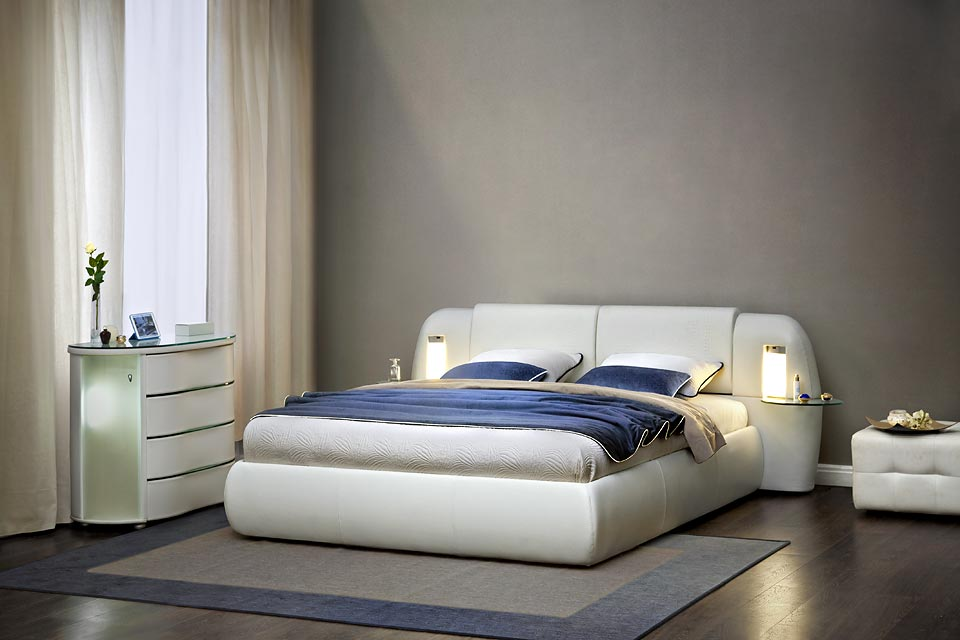 Белый оттенок кровати