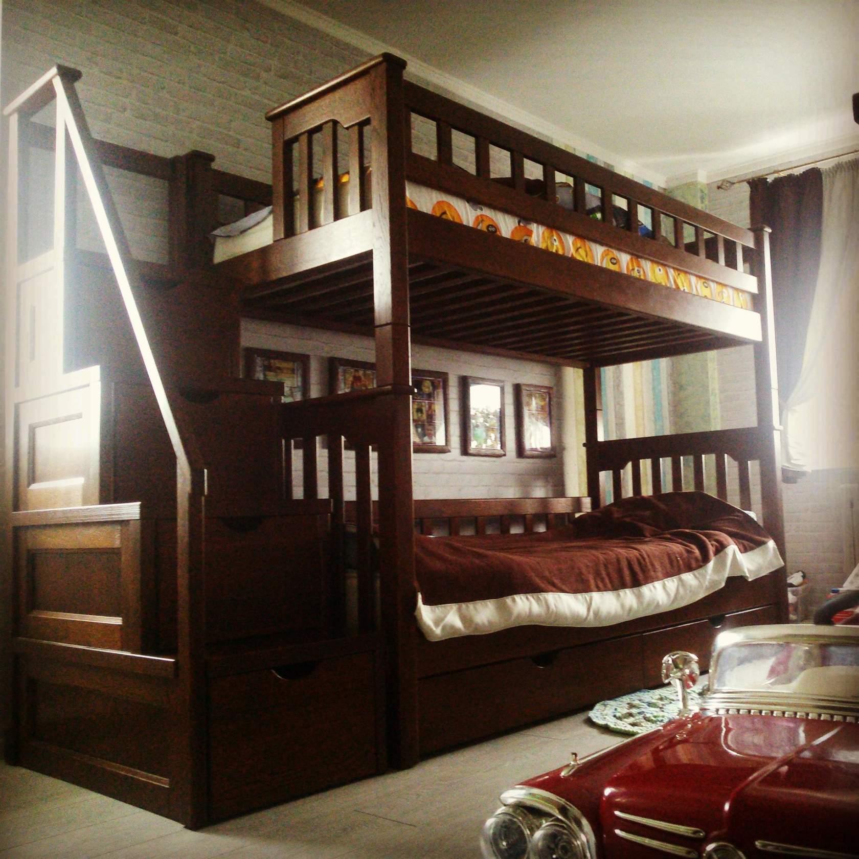 Большая двухъярусная детская кровать из массива