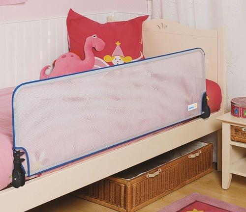 Бортик для кровати защитит малыша от случайного падения во сне