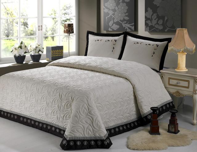 Черно-белое оформление спального ложе