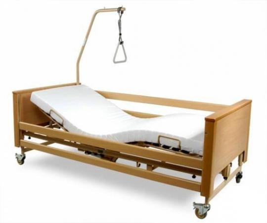 Деревянная кровать для инвалидов