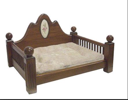 Деревянные предметы мебели для собак