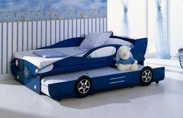 Детская кровать-машина с дополнительным местом для сна