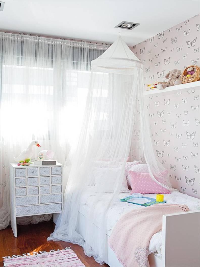 Детская кровать с балдахином белого цвета