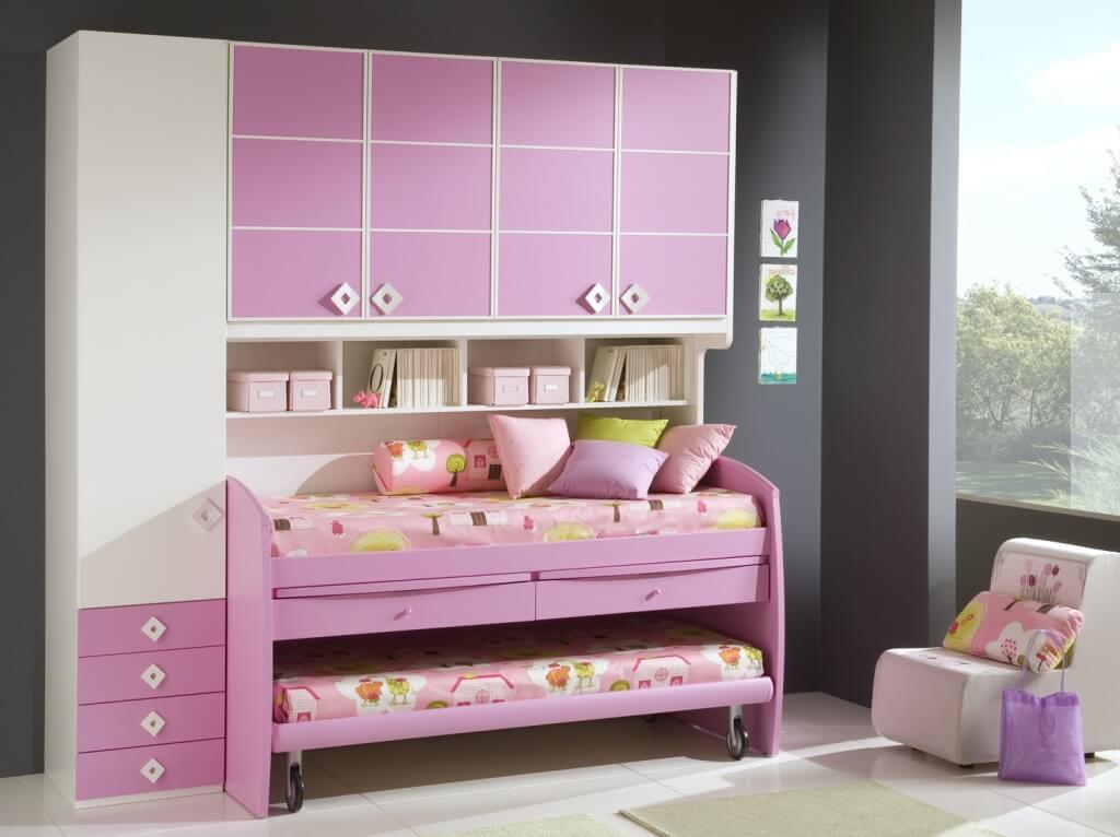 Двухъярусная кровать для девочек в розовых тонах