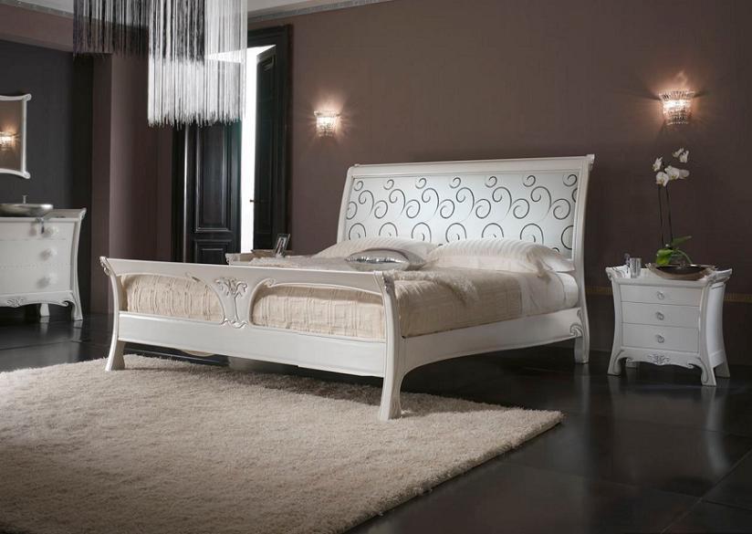Двуспальная белая кровать