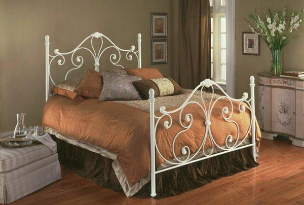 Двуспальная белая модель кровати