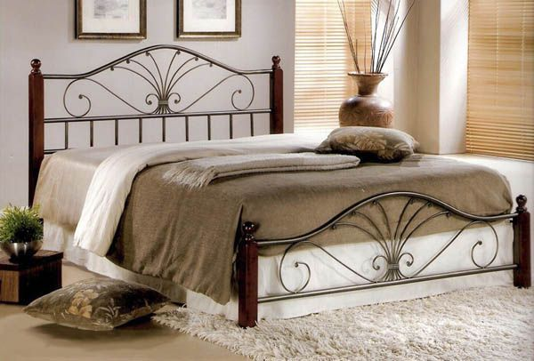 Двуспальная кровать для дома