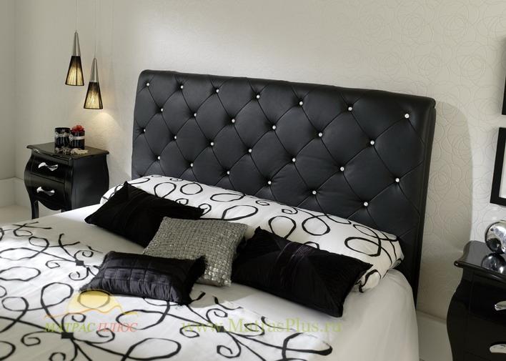 Двуспальная кровать со стразами черного цвета