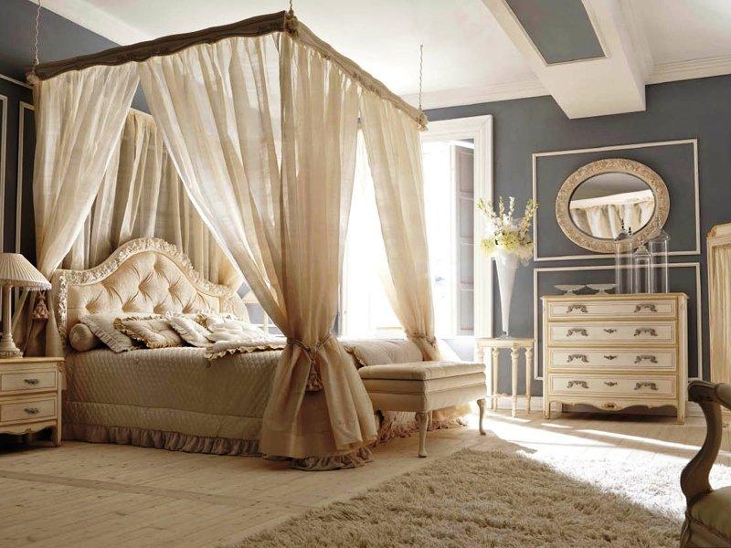 Двуспальное ложе с красивым балдахином