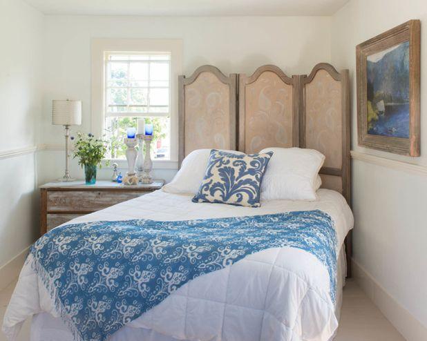 Голубые оттенки на кровати в спальне