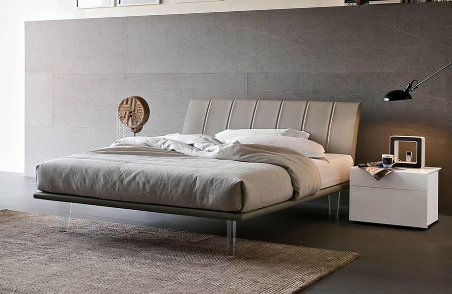 Итальянская кровать на ножках