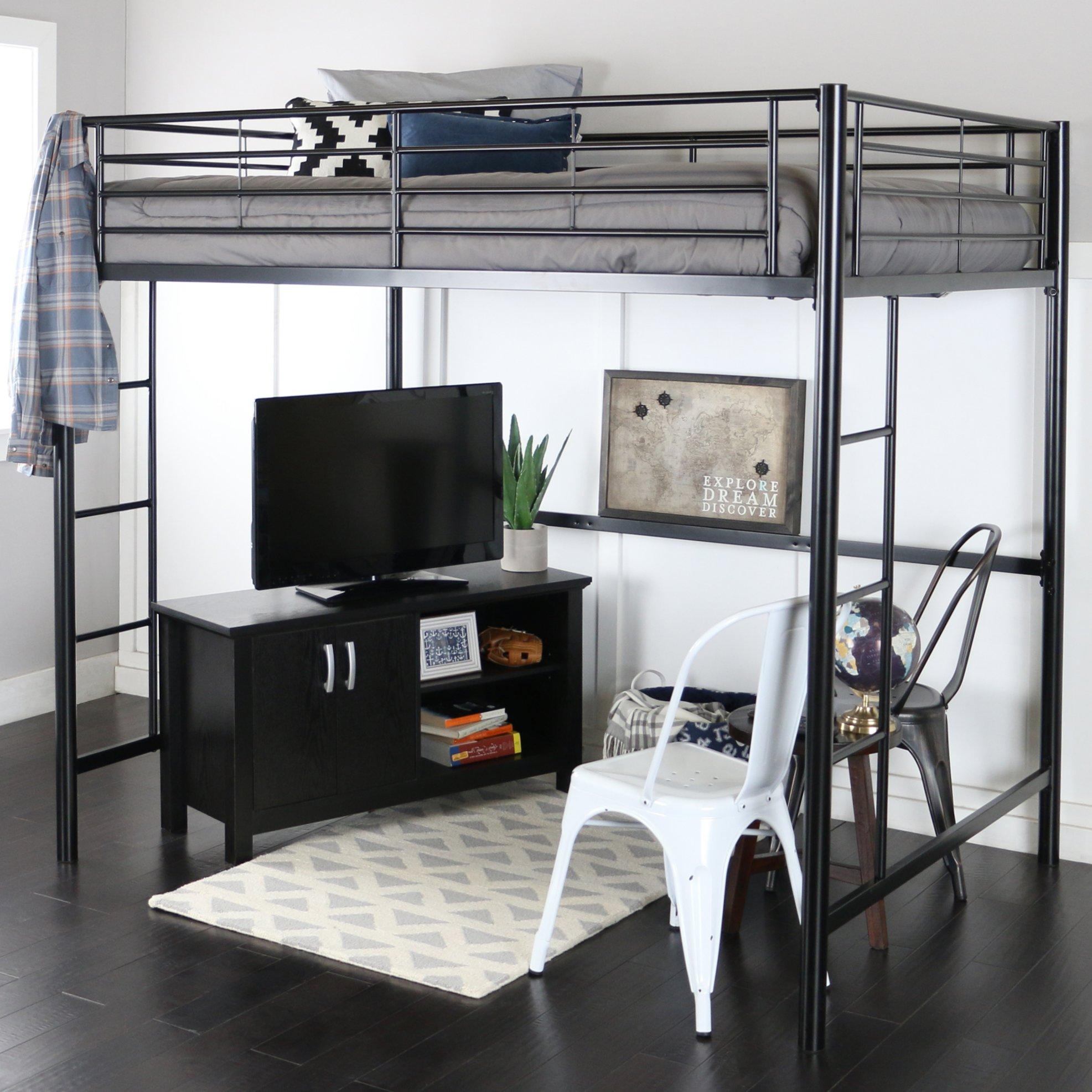 Как обустроить небольшую комнату металлической мебелью