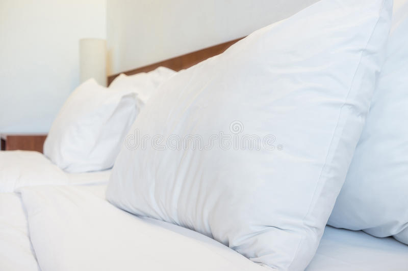 Как правильно заправить кровать