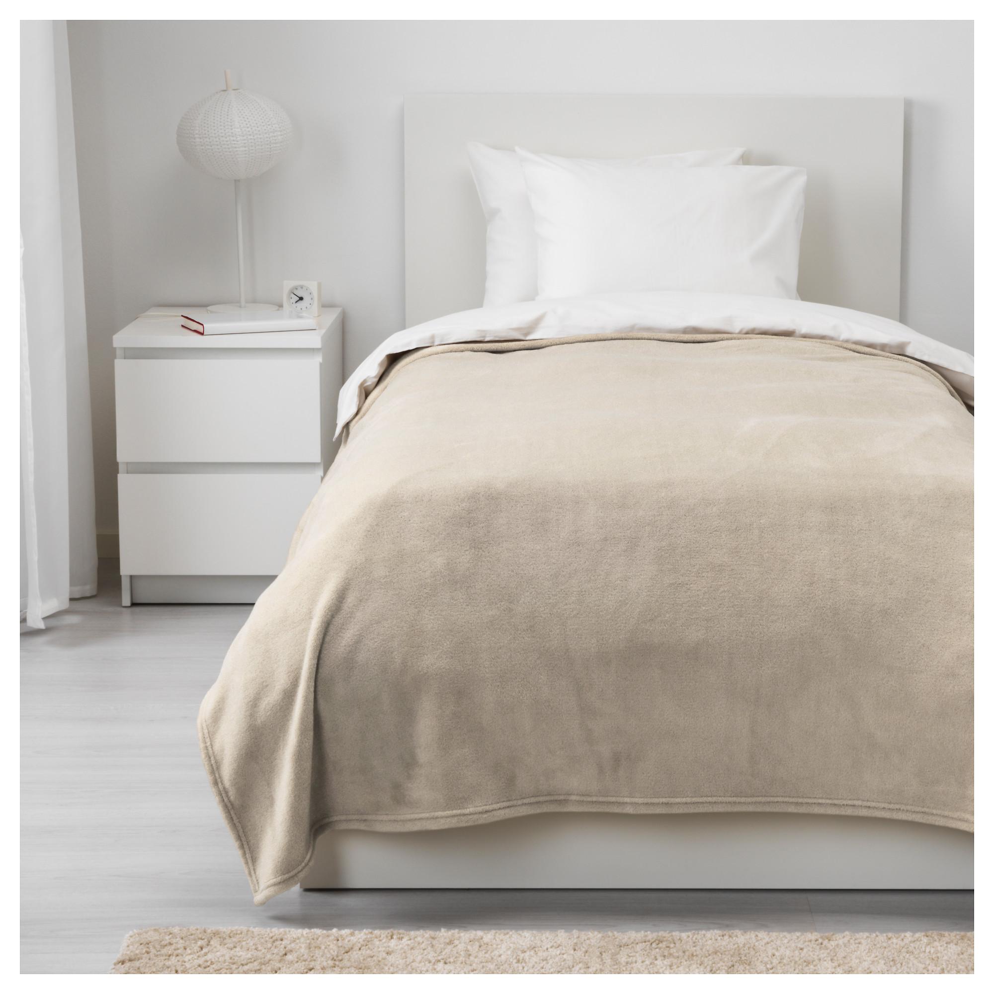 Как преобразить спальню текстилем