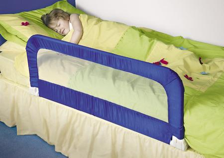 Как защитить ребенка от падений во время сна