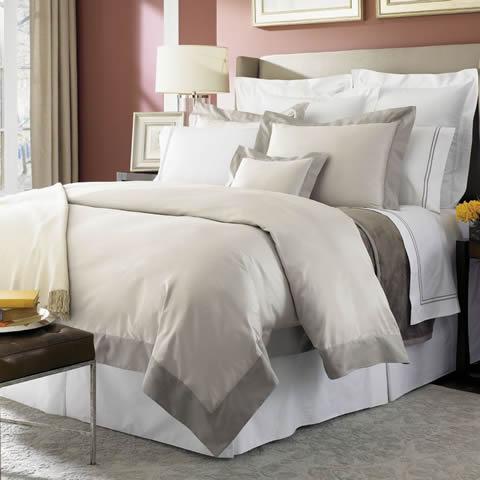 Как застелить двуспальную кровать
