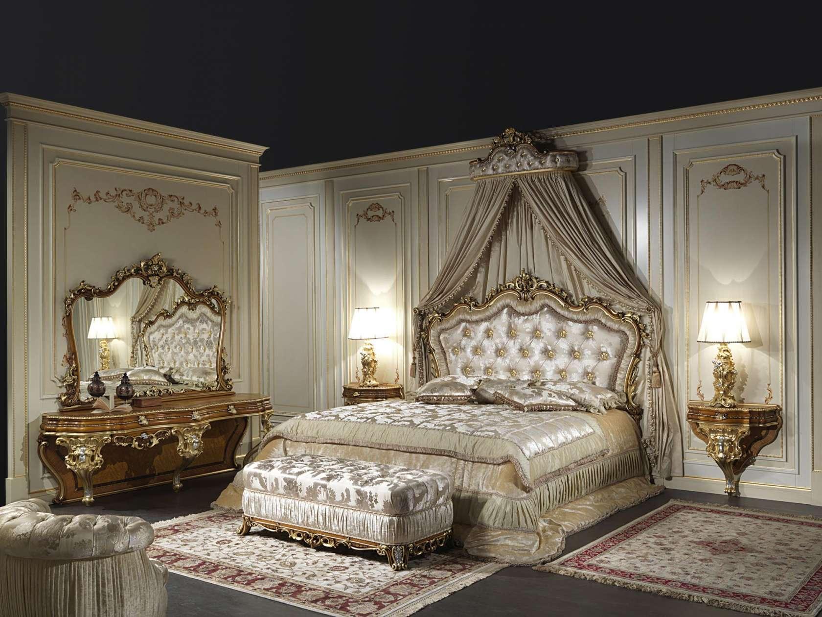 Классическая двуспальная кровать в стиле барокко