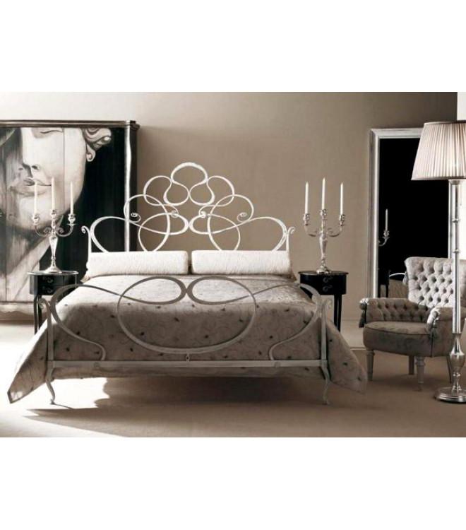 Кованая кровать белого цвета