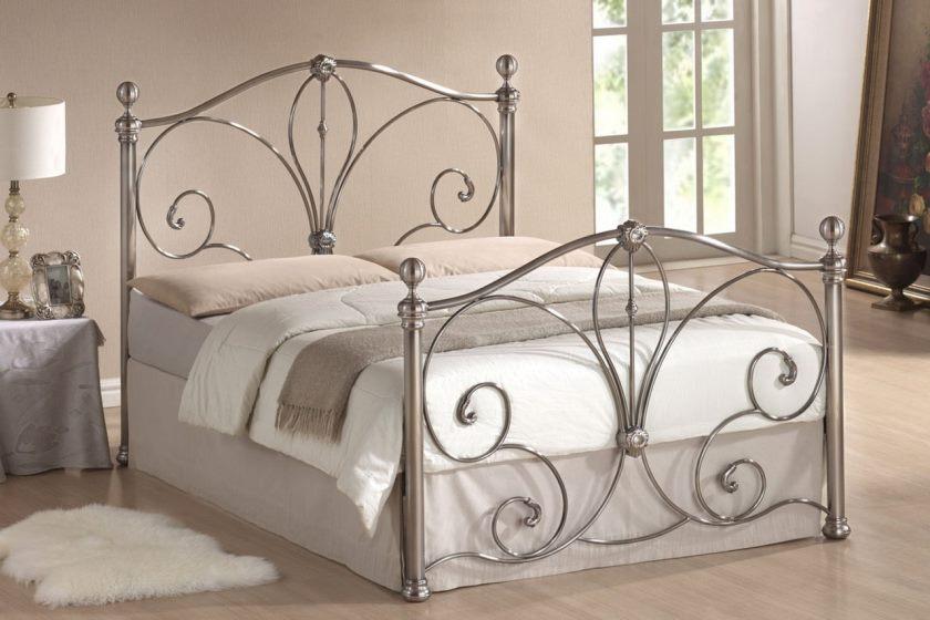 Кованая кровать прямоугольной формы