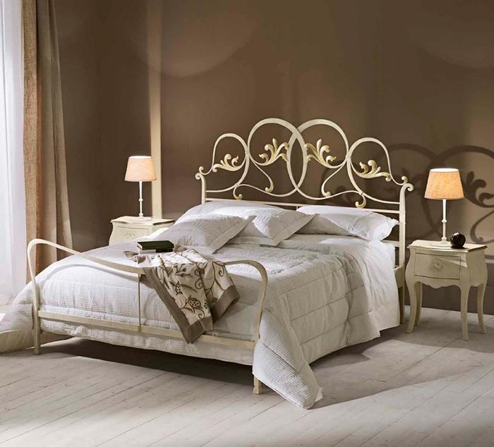 Кованая кровать в стиле модерн
