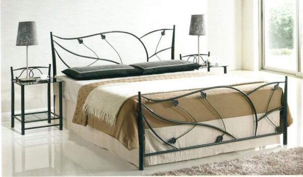 Кованая мебель для сна черного цвета