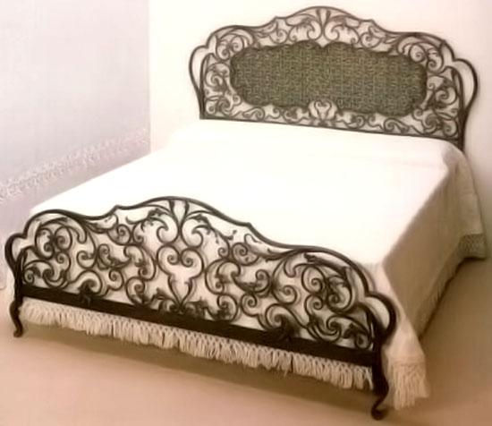 Кованая мебель со состаренными перилами
