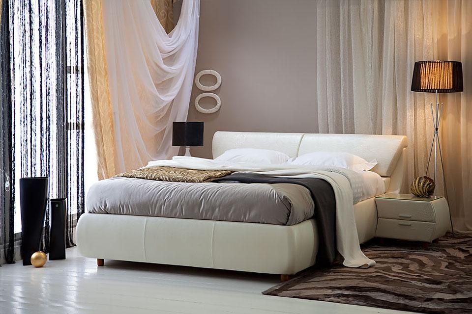 Кожаная белая кровать
