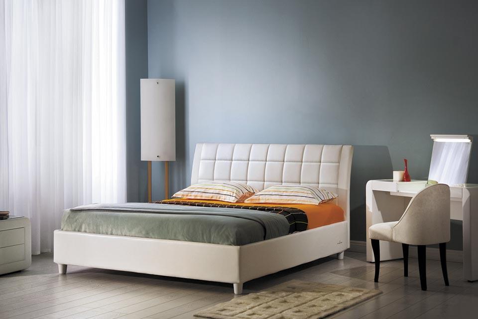 Кожаная кровать для дома