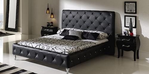 Красивая кожаная кровать для дома