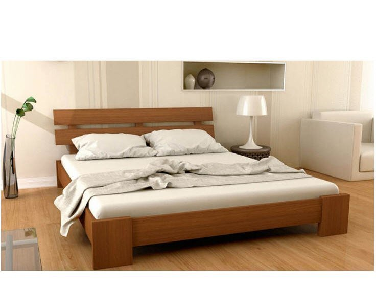 Красивая кровать из ольхи