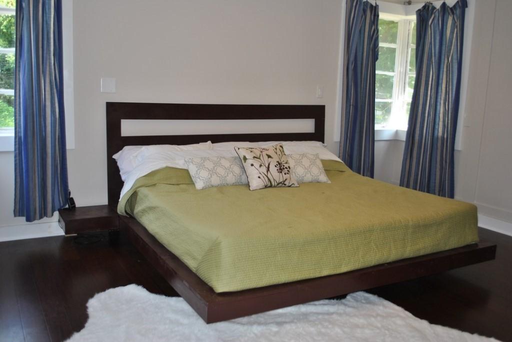 Красиво оформленная кровать