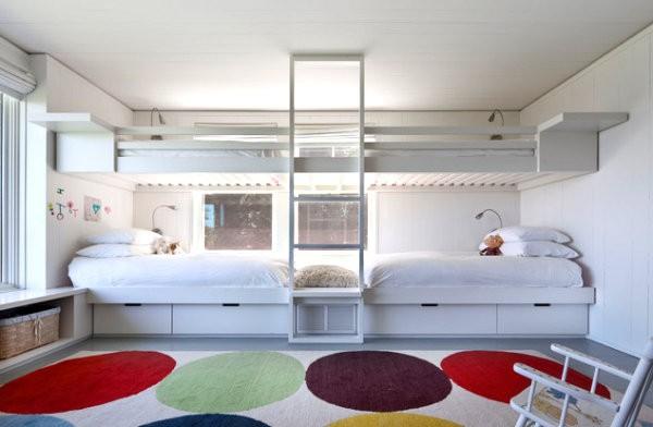 Красивое спальное место в интерьере помещения