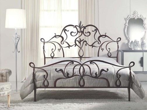 Красивые кованые детали кровати