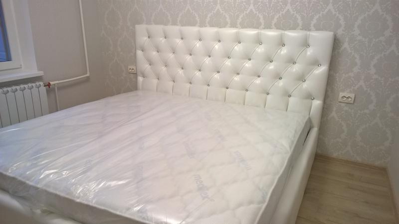 Креативная кровать со стразами белого цвета