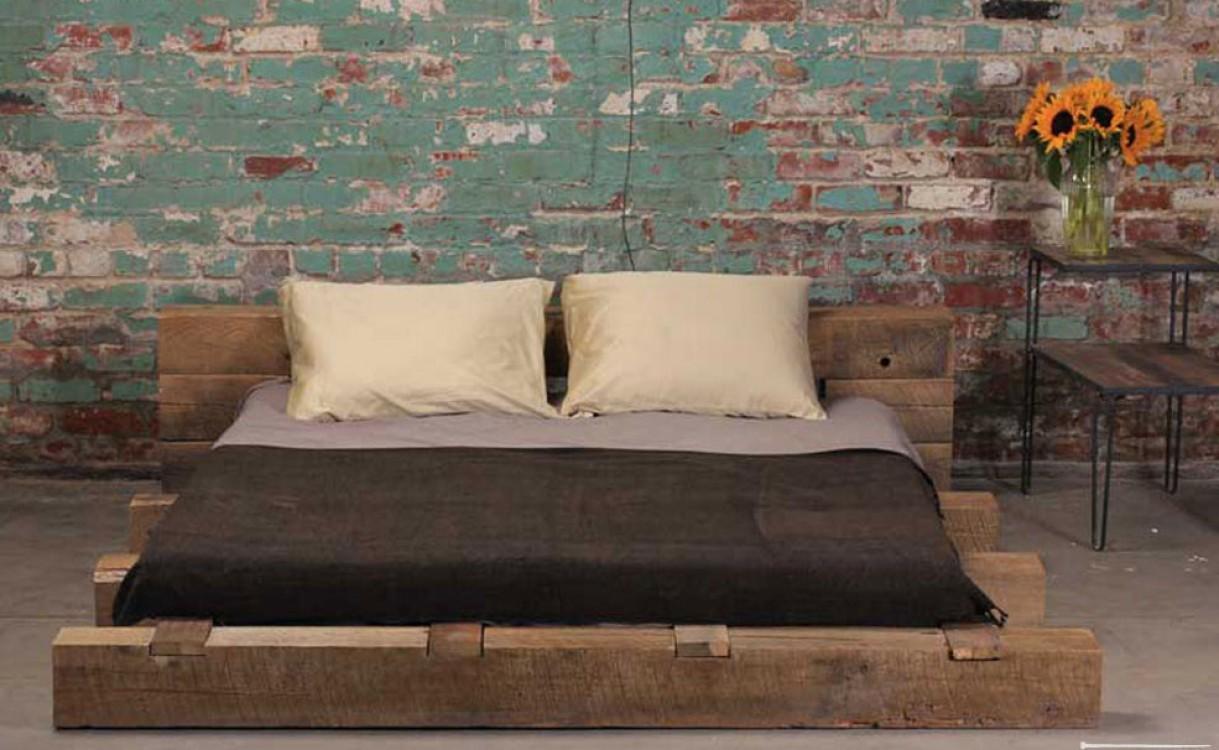 Кровать из брусьев