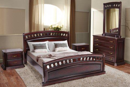 Кровать из натуральной древесины