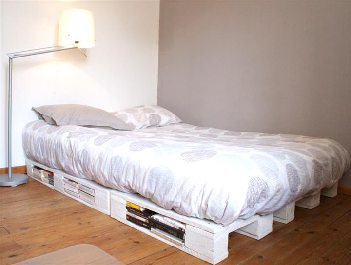 Кровать из паллет один уровень с изголовьем