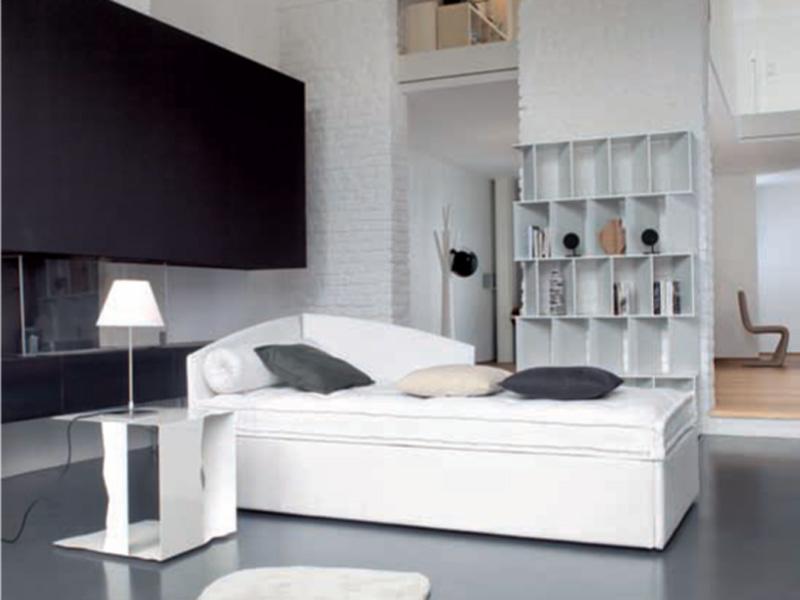 Кровать-кушетка в стиле модерн