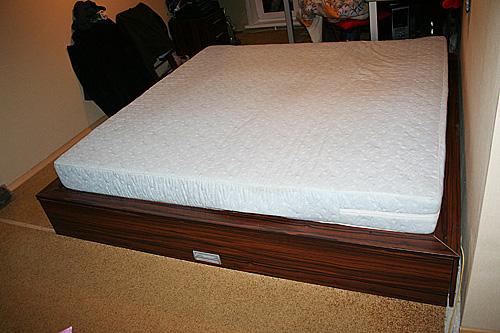 Кровать квадратной формы