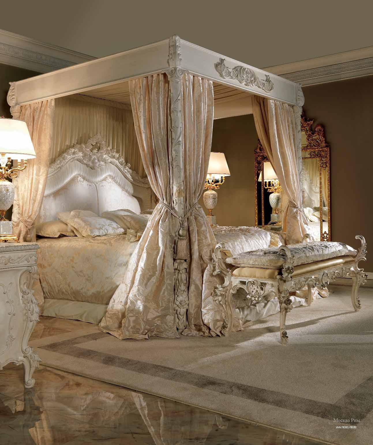 Кровать с балдахином бежевого цвета