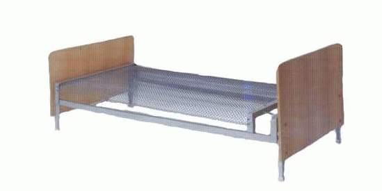 Кровать с деревянными боковинами