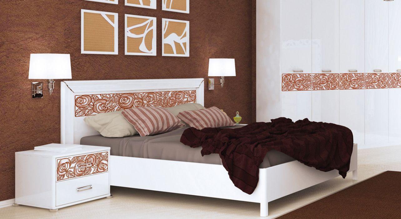 Кровать с каркасом