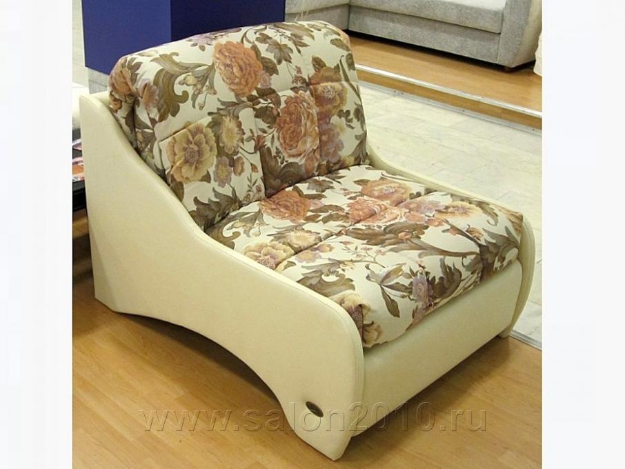 Кровать с ярким цветочным принтом в стиле прованс