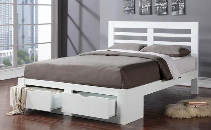 Кровать в белом цвете двуспальная