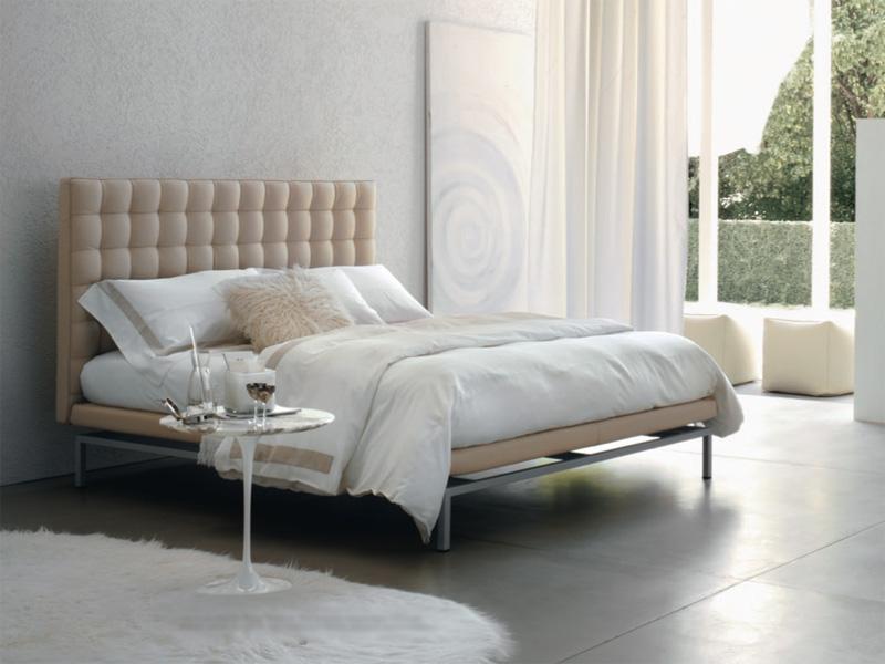 Кровать в стиле модерн с мягким изголовьем