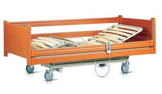 Кровати медицинские из дерева на пульте