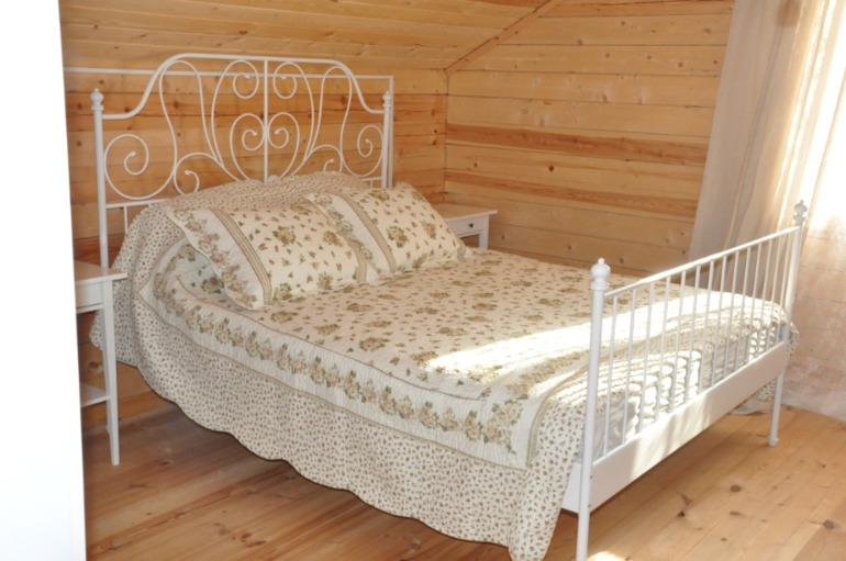 Кровати в спальню белого цвета