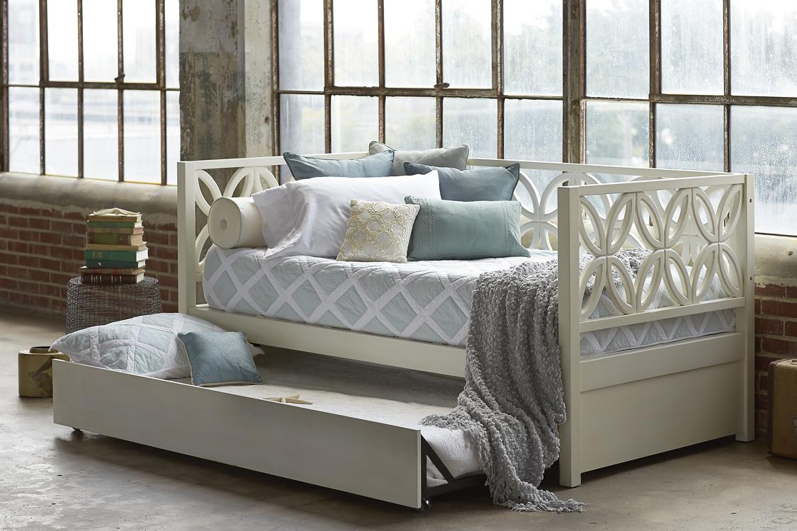 Кушетки со спальным местом